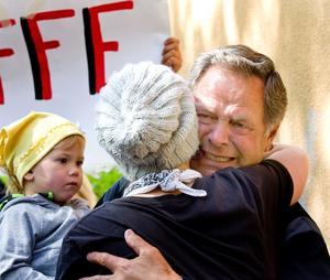 Eleverna kramade om sin älskade vaktmästare Alf