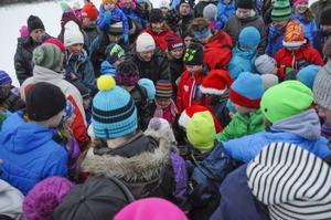 Massor av barn var på plats för att få godispåsar på LT:s tomtehoppning.