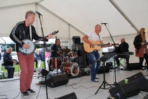 Gävlebandet Vuxna pojkar vann första deltävlingen av Svensktoppen Nästa med sin låt En människa.