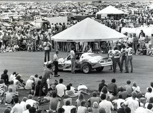 Motorträff (Power Meet), och året är 1985.