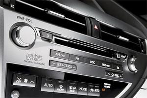 Lexus var tidigt  ute att etablera samarbete med en namnkunnig tillverkare av hemma-hi fi. Således går det att beställa Mark Levinson-stereo även till nya RX450h.
