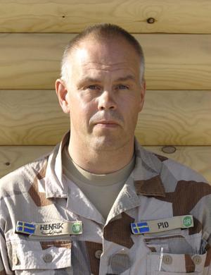 Henrik Klingberg från Hudiksvall har i uppgift att rapportera om allt som händer de svenska trupperna i Mazar-e-Sharif.