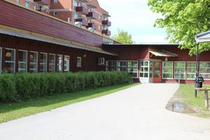 NT har under onsdagen rapporterat om en incident för drygt två veckor sedan där en lärare på Grindskolan grep tag i en elevs arm, och avskedades kort därpå som följd. Foto: Katarina Hansson