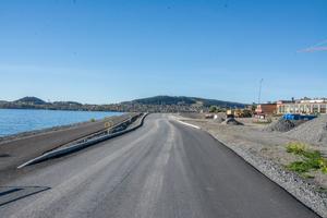 Även vägen in mot bostadsområdet vid Storsjö strand rustas upp med ny beläggning och ny gång- och cykelväg.