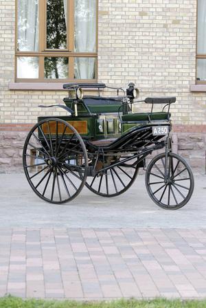 Karl Benz Motorwagen hade både gaspedal och tändstift.
