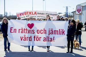 Tidigare i vår var det en stor sjukhusmanifestation i Härnösand. Nu har en ny grupp startat en ny kampanj i protest som de planer som är på väg att genomföras inom Landstinget Västernorrland.
