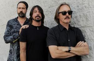 "Nu. De forna Nirvana-medlemmarna Krist Novoselic, Dave Grohl och producenten Butch Vig som spelade in bandets banbrytande album ""Nevermind""."
