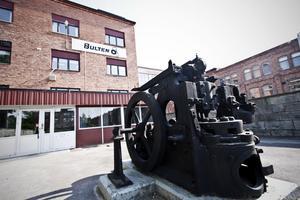 Bulten är en stor del av Hallstahammars historia. Det har varit många neddragningar genom åren men nu är det nyanställningar som gäller.