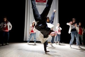 William Lagervall bjöd på akrobatisk hip hop.