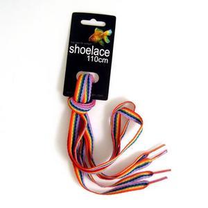 Gör skorna snyggare. Vem har sagt att man inte kan pimpa upp sina skor? Med till exempel regnbågsfärgade skonören.  29 kronor från kitsch.se.