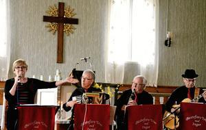 Bestefars trio med Inger. Inger Ivarsson, sång, John Jäderqvist, klarinett, Gunnar Sjövall, dragspel och Seppo Ylikoski på gitarr.