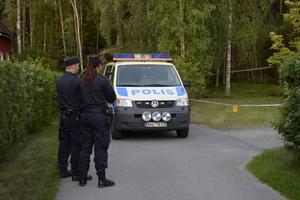 Polisen spärrade av efter skotten.