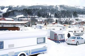 Planerna kring Duveds camping har varit många under åren.  Nu närmar sig en detaljplan antagande och företaget Drömstugan i Duved AB, som nyligen skrivit ett köpekontrakt med kommunen gällande fastigheten planerar att bygga upp till 180 bostäder på platsen. Foto: Elisabet Rydell-Jansson