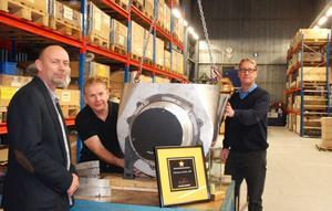Resemontör Lars-Erik Kardell isoslerar en turboladdare som sedan ska leveras till en kund. Tillsammans med  vd Greg Northeast, Kenneth Jans, operativ chef, och övriga kollegor fick han i torsdagskväll ta emot utmärkelsen Årets exportföretag under Stjärngalan 2012..