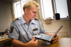 Facebook är ett sätt att anpassa sig till omvärlden, säger Josef Wiklund.