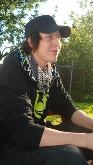 arrangör. 19-årige Mikael Malmgren lovar massa bra musik på fritidsgården i kväll. För andra gången arrangerar han Open stage med lokala band.Foto: Privat