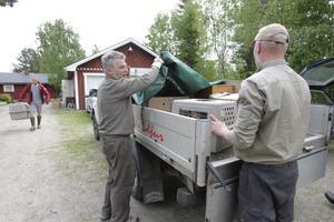 Rovfåglarna transporterades till Järvzoo. De som inte fick plats där fraktades till Tackåsens viltanläggning i Orsa kommun. På båda dessa platser tar kunnig personal hand om fåglarna.