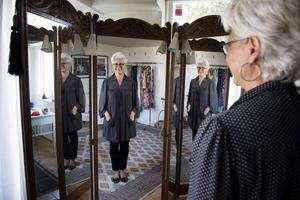 Monica Nordlund arbetar som klädrådgivare och sysslar bara med vintagekläder. Då är det viktigt att ha metoder för att ta hand om plaggen så de håller och ser fräscha ut.