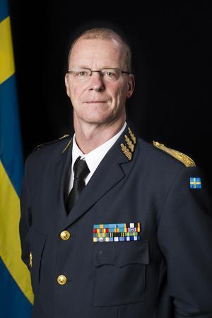 Brigadgeneral Klas Eksell är personaldirektör vid Försvarsmakten.– Ytterst kan vi tvinga en enskild att göra värnplikt men vi kommer göra allt för att motivera de enskilda att frivilligt vilja gå med i försvarsmakten, säger Klas Eksell.
