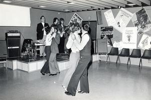 Gammaldans i Bjurhovdagården 31 mars 1974.