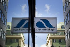 Tröstlös skylt för unga. Den höga ungdomsarbetslösheten har bitit sig fast i Sverigefoto: scanpix