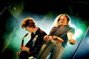 Hindenburg sparade inte på krutet. Bandets tribut till Led Zeppelin emottogs med största entusiasm av publiken.