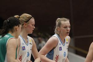 Matilda Ståhl och Elsa Paulsson-Glantz i första halvlek.