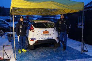 Daniel Röjsel och co-drivern Nicklas Edvardsson.