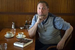 Författaren och debattören Henrik Arnstad stämplar SD som en terrororganisation.