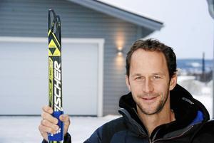 Fortfarande åker Anders skidor så ofta han har möjlighet och även i arbetet är skidorna en central del.