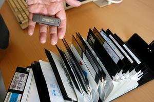 Datachips och disketter, skriver vlt 1985. Stora tekniska framsteg görs på datafronten.