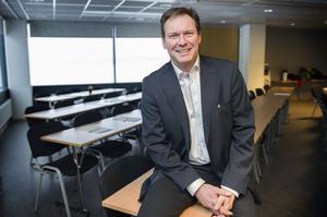 Jonas Carlsson hjälper företag att bli bättre på export.