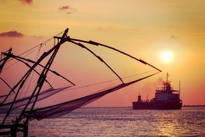 I Kochi används fortfarande dessa kolossala kinesiska fiskenät, och de har blivit en turistattraktion.