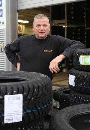 Säkert. Klart att däcken ska ha dubbar i vinter,tycker Lars.