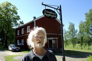 Nöjd i dag. Nye ordföranden för Finnåkers bygdegårdsförening Ulf Pettersson räknar med att upprustningen av gården sker under vintern.