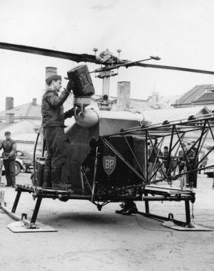 1958. Helikopter landade i Ljusdals köping. En av Ostermans helikoptrar, stationerad i Östersund, landade på torsdagen mitt i Ljusdals köping för tankning. Helikoptern var ute på skogskontrollflygning då den genom bränslebrist blev tvungen att landa i Ljusdal där den efter tankning återvände till sina rätta domäner. Det är inte varje dag en helikopter landar mitt i Ljusdals köping och den tilldrog sig givetvis ett stort intresse från allmänhetens sida.