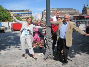 PLANERAR FESTEN. Elisabet Jonsson, förvaltningschef på bygg och miljö, My Krutrök, informatör, Joakim Lundberg, evenemangsansvarig, Eva Olsson från Gävle centrumsamverkan och Mats Öström, kultur- och fritidschef ser fram emot en invigning i dansens tecken.