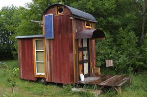 Udda. Ett av husen i vagnsbyn. Foto:Karolina Lundgren