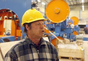 Alltiallon Ove Åkerlind har jobbat på sågen sedan den tiden då stockarna låg i vattnet. Han tycker att det känns positivt med den nya såglinjen.