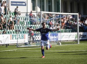 Rúnar Sigurjónsson agerade återigen matchhjälte för Giffarna när man tog tre viktiga poäng mot Örebro.