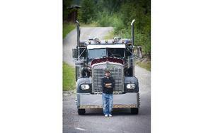 Bad Boys på en av dieseltankarna. Foto: Mikael Forslund