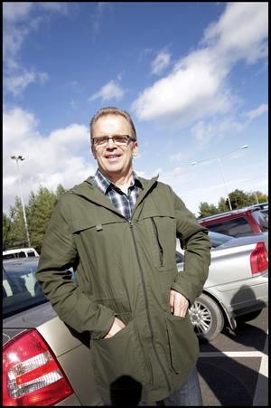 Rolf Nordin, 57 år, sjuksköterska från Gävle har åkt bil till sjukhuset:– Jag jobbar så det gick fortast. Annars cyklar jag mycket. Buss kan jag inte använda i jobbet.