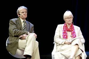 Curt Bladh debatterar kultur på Sundsvall teater tillsammans med Ewa Back (S).