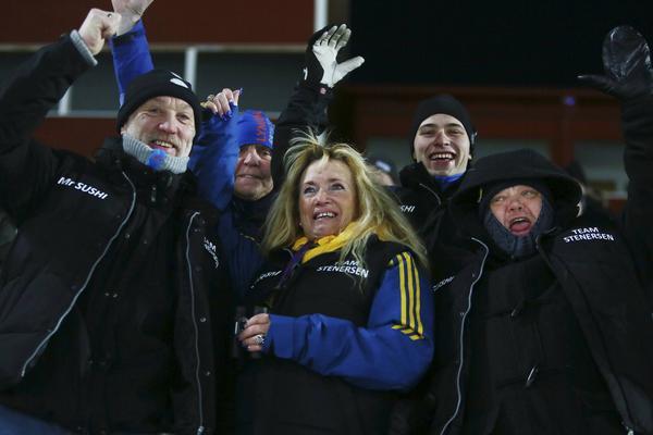 Team Stenersen – Torstein Stenersens egen fanclub, med mamma Trine i mitten, pappa Tore till vänster och entusiasten Christer Karlsson till höger.