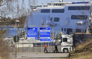 Stölderna är en del av den organiserade brottsligheten som rör sig över landsgränser, bland annat via Nynäshamns hamn.