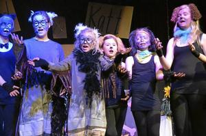 Musikalartister. Minikraxarna showade rejält i går på premiären av deras musikal.