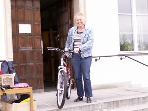 Pristagare. Lärarinnan Ingrid Djäken vann en cykel i KomFris friskvårdstävling.