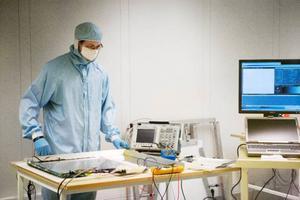 Fred Persson är en av de som utvecklar ny teknik för cancerbehandling på Frösö Strand.
