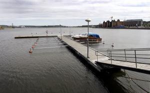 Två båtar i Sundsvalls Gästhamn. Mitt i semestern.