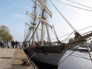 Briggen Tre Kronor anlände vid 10-tiden på lördagen och åker vidare vid 20-snåret.